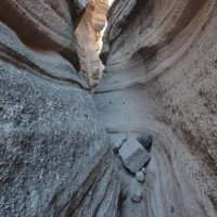 The tent rocks canyon has been carved by flash floods. Beware of (...)
